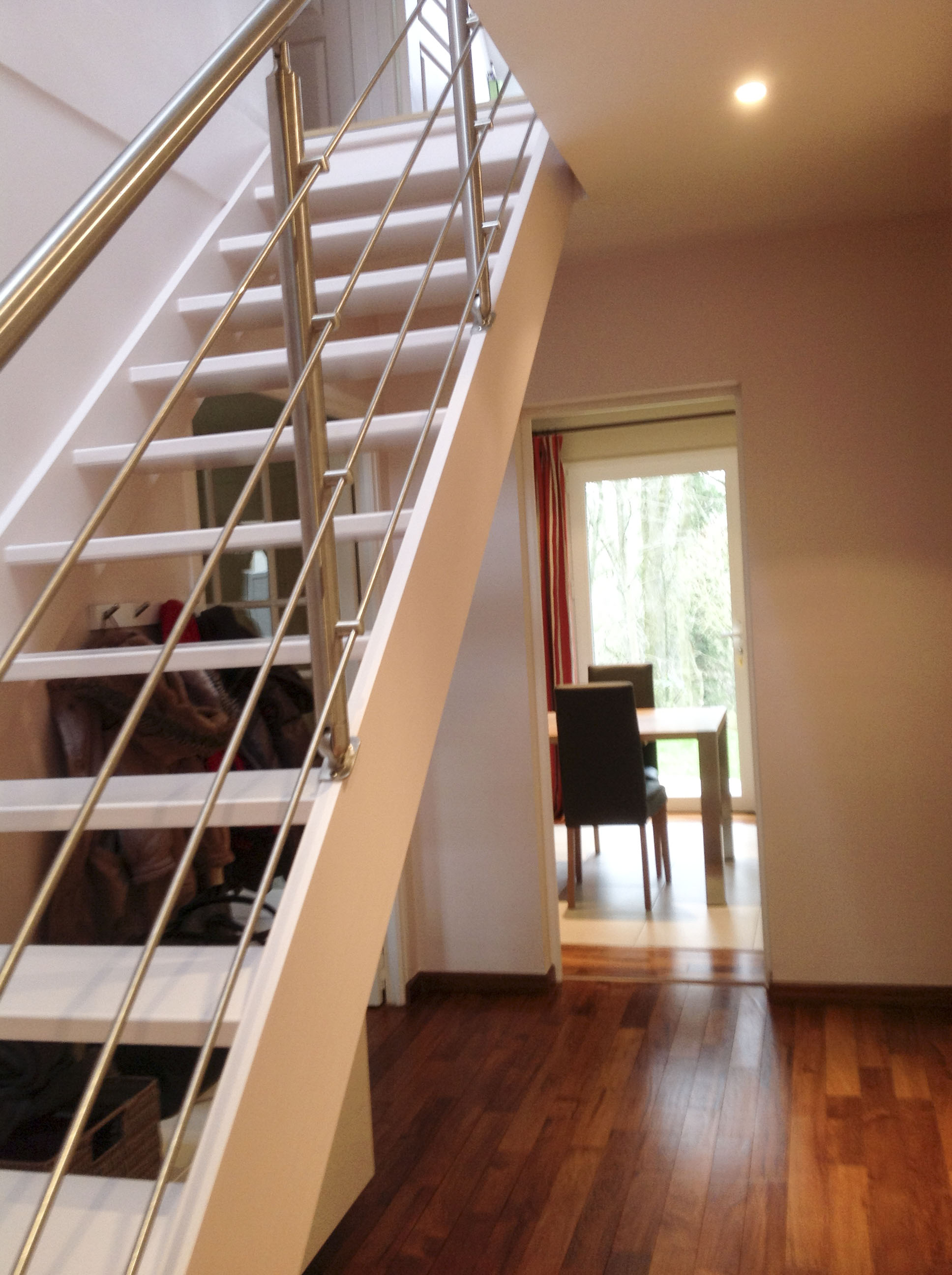 L\'ENVERS DU DÉCOR - - Relooking d\'une entrée avec escalier